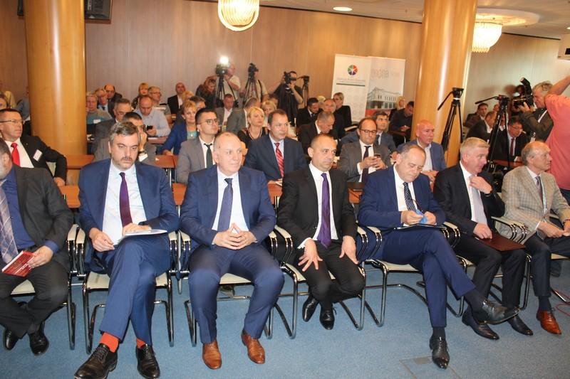 Близу сто привредника на Пословном форуму АП Војводина – Црна Гора