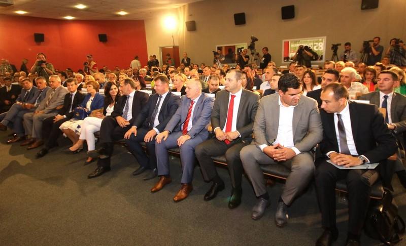 Председник Привредне коморе Војводине Бошко Вучуревић уручио признања шампионима квалитета на Новосадском сајму