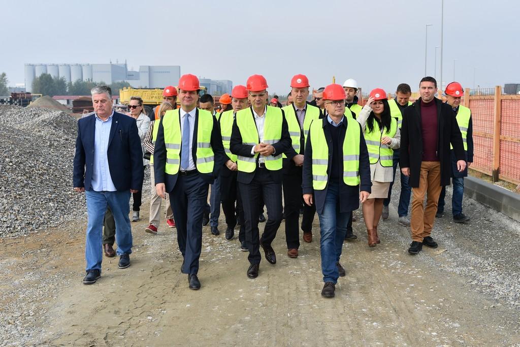 "Novi trgovački centar ""Lesnina HHHL"" u Novom Sadu obezbediće 150 novih radnih mesta"
