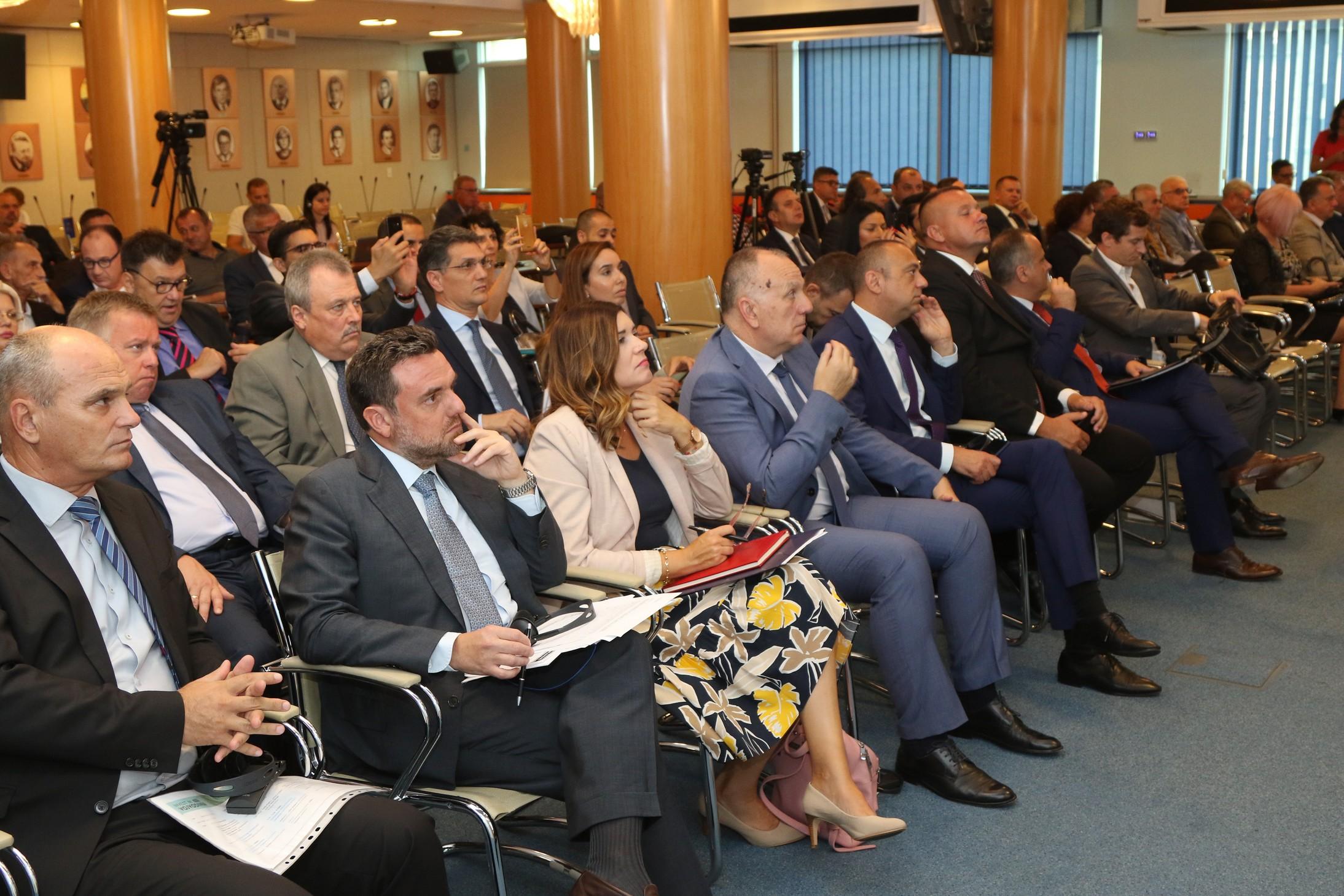 """Konferencija """"Investirajte u Vojvodinu"""" – dobra klima za ulaganje"""